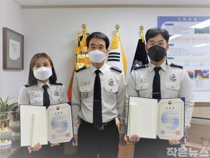 (왼쪽)소방위 장지선 (가운데) 최현경 소방서장 (오른쪽) 소방사 김효성.JPG