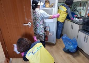 여수시 화정면 지사체, 독거노인 집청소와 물품지원 '훈훈'