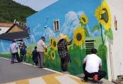 """여수시 여천동 내동마을 """"꽃 벽화로 마음 벽 허물어"""""""